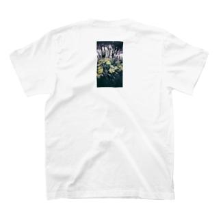 撮っても見返さない花 T-Shirt