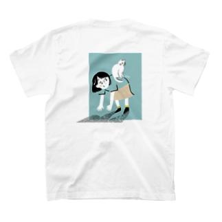 背中にのぼる猫 T-shirts