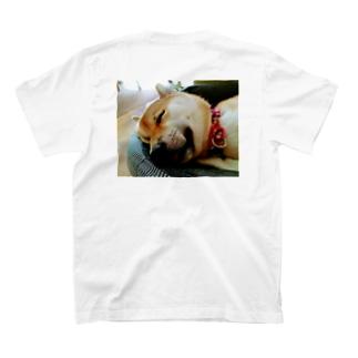 舌が出ている柴犬 T-shirts