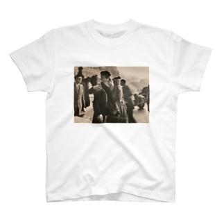パリ市庁舎前のキス T-shirts