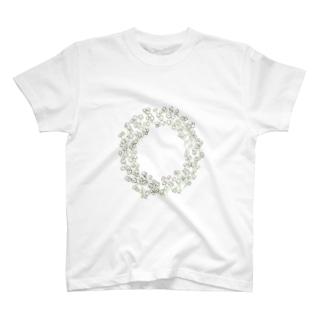 ほどけたかすみ草のリース T-shirts