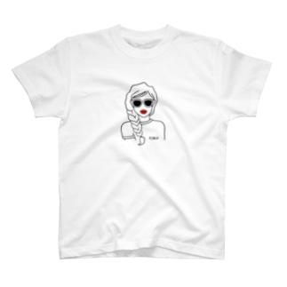 サングラス・ガール(三つ編み) T-shirts