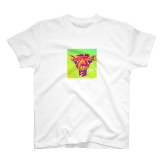 元気でるでる  キリンのべびちゃん T-shirts