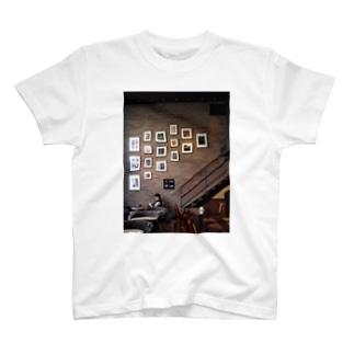 休日のカフェ T-shirts