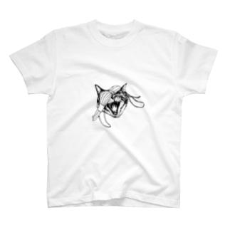AKUBINEKO T-shirts