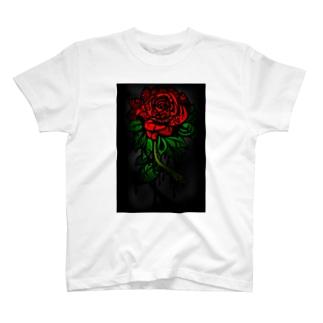 独04 T-shirts