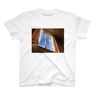 まどぎわ T-shirts