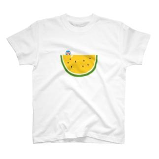スイカとマスクマンのイラスト(黄)  T-shirts