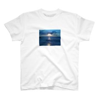 宮古島の夕陽 T-shirts