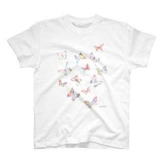 飛び交う蝶々 T-shirts