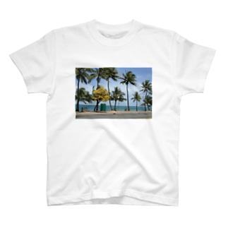 南国のビーチ T-shirts