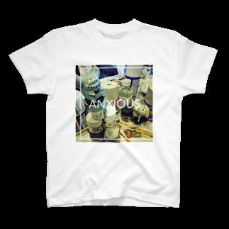 masilloのanxious Tシャツ