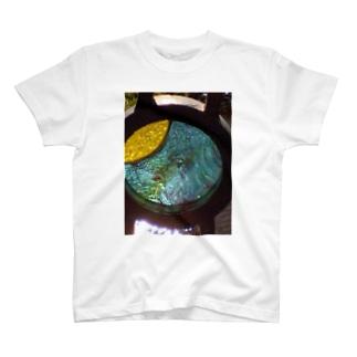 モニュメント・ブルー T-shirts