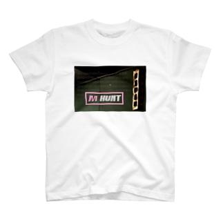 M HUNT 001 T-shirts