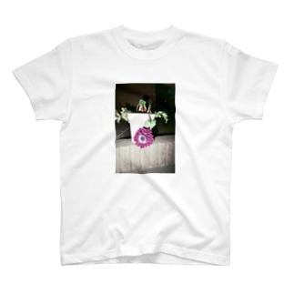 上向こうや T-shirts