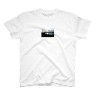 夕焼けの景観 T-shirts