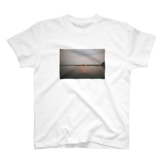夏の港 T-shirts