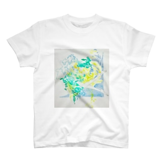 夏の日の水と泳ぐ T-shirts