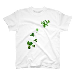 うさぎとクローバー T-shirts