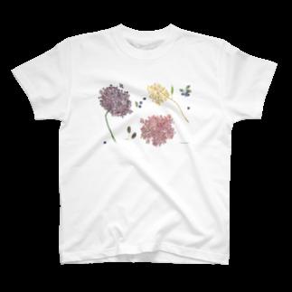 きたがわじゅりの雨のドレス T-shirts