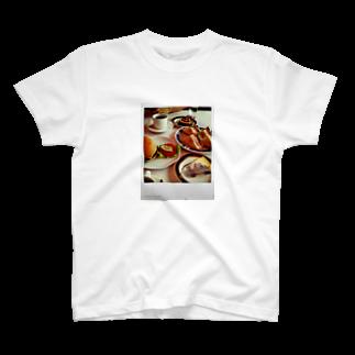 sheknowのある日の昼飯 T-shirts