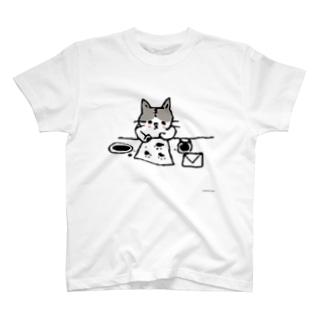 おてがみかくねこ T-shirts