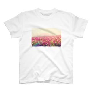 コスモス畑 T-shirts