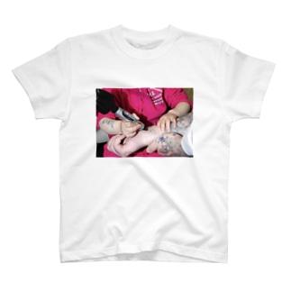 tatto babe T-shirts