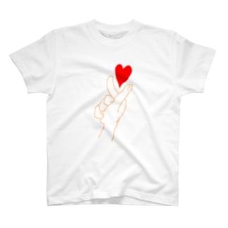 指ハート T-shirts