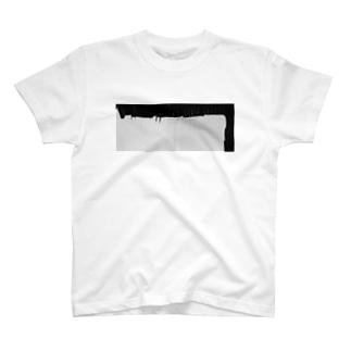 屋久島の倉庫軒下から滴る雨 T-shirts