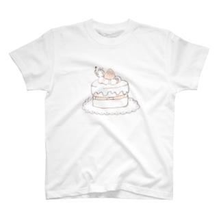 ケーキとうさぎ T-shirts