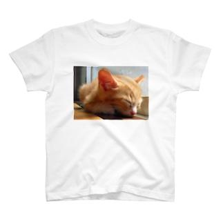 寝るイブキ T-shirts