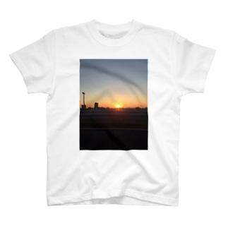 初日の出 T-shirts