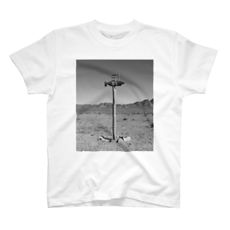 エリア51の道標 T-shirts