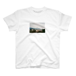海の見える町 T-shirts