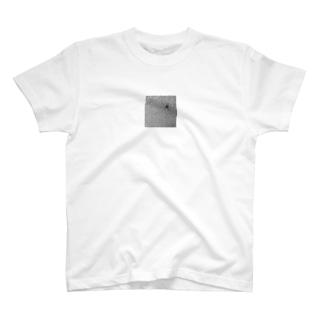 ドアから覗く穴です。 T-shirts