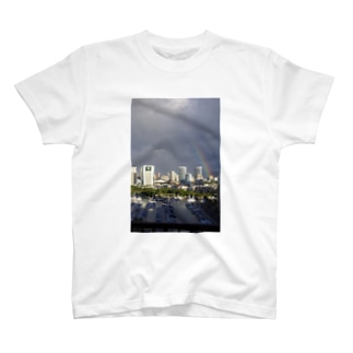 虹inハワイ T-shirts