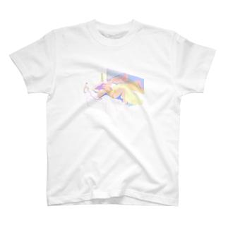 夏、部屋で T-shirts