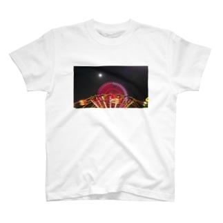 満月と遊園地 T-shirts