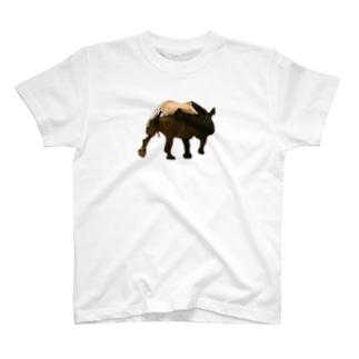 こちらにお尻を向けるカバ T-shirts
