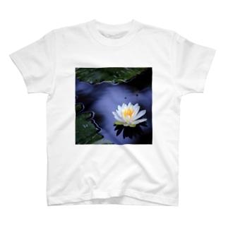 睡蓮 T-shirts