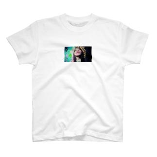 渇いてる女の子 T-shirts