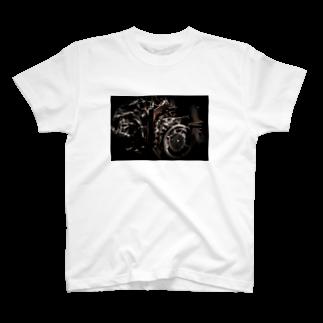 team.M.Yasuhoの戦闘機のエンジン T-shirts