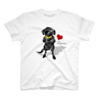 黒ラブの仁王立ち T-shirts