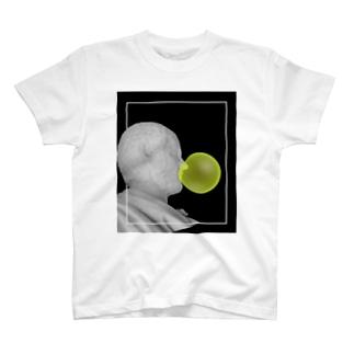 ガム噛む銅像 T-shirts