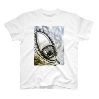 見下ろしてる目 T-shirts