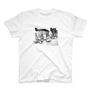 静物デッサン T-shirts