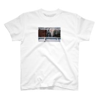 陥没 T-shirts