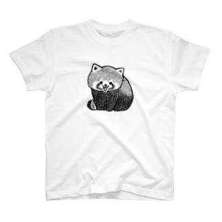 愛嬌を振りまくレッサーパンダ T-shirts