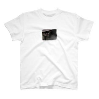 威嚇猫 T-shirts